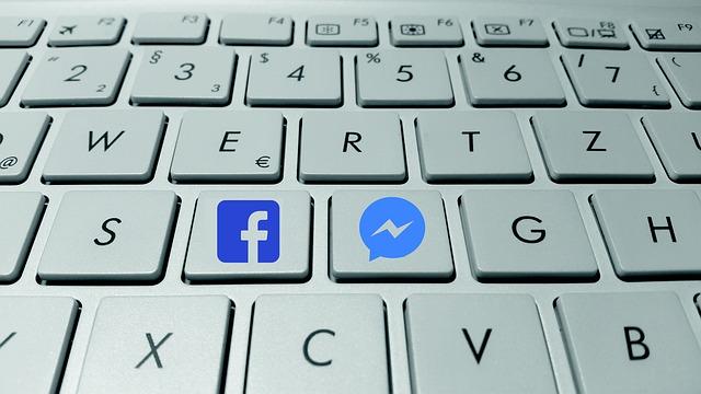 messenger a facebook na klávesách